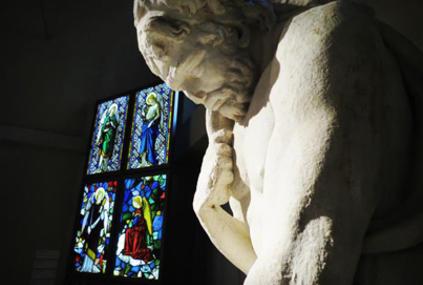 Vetrate e statue